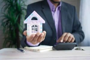 Read more about the article Should You USe a Mortgage Broker?